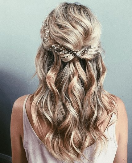 New 25 Stunning Prom Hairstyles 2019 Hairstyles Trending Ideas With Pictures