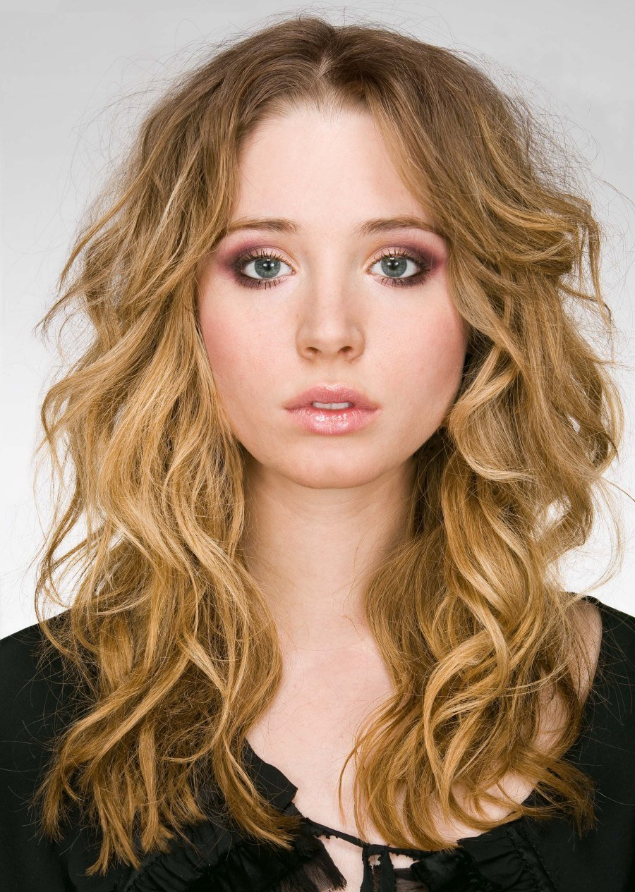 New Long Hairstyle With Romantic Curls Slightly Tousled And Ideas With Pictures