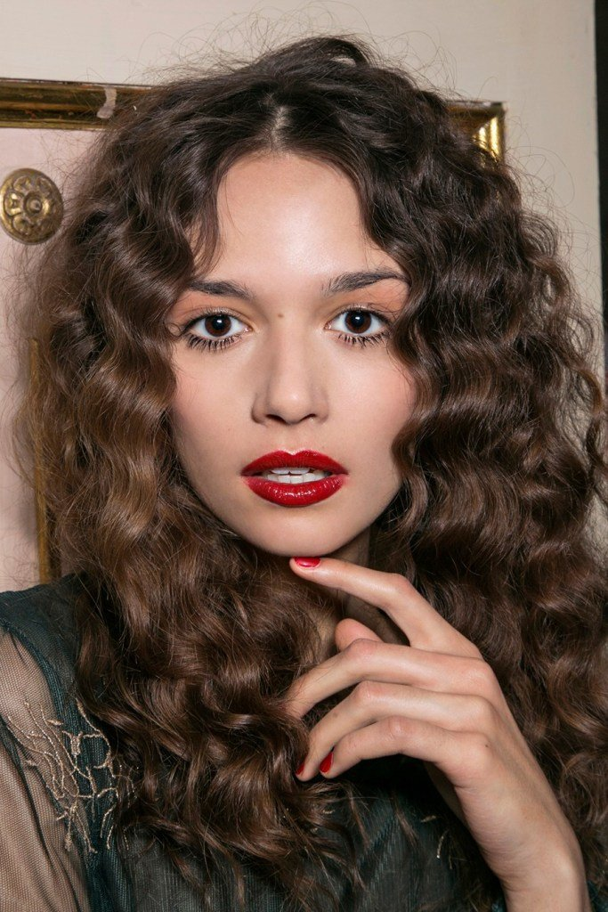 New The Biggest Differences With Coloring Curly Hair Stylecaster Ideas With Pictures