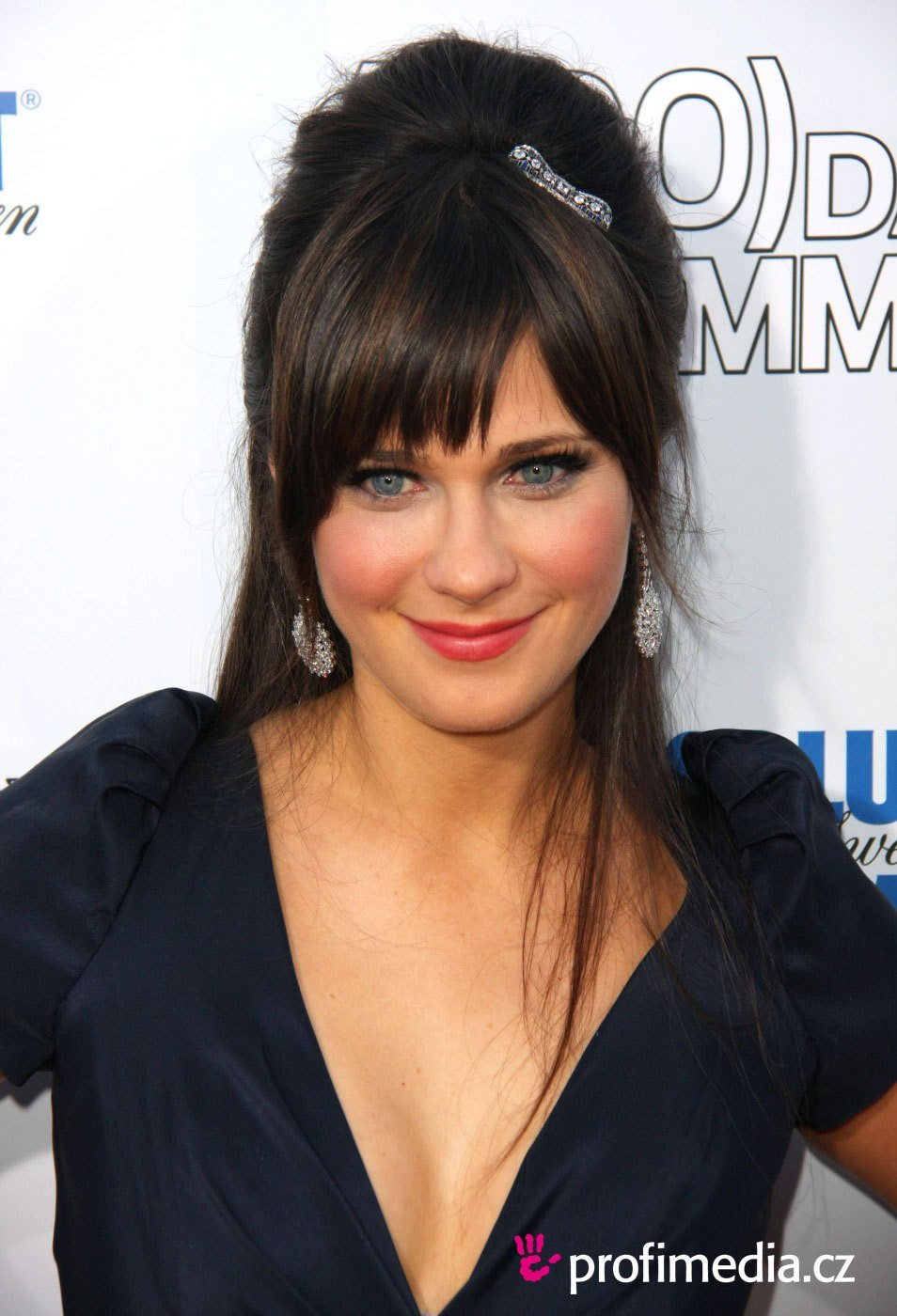 New Zooey Deschanel Hairstyle Easyhairstyler Ideas With Pictures