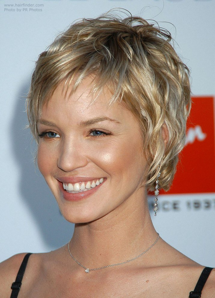 New Ashley Scott Sporting A Very Short Layered Hairstyle Ideas With Pictures