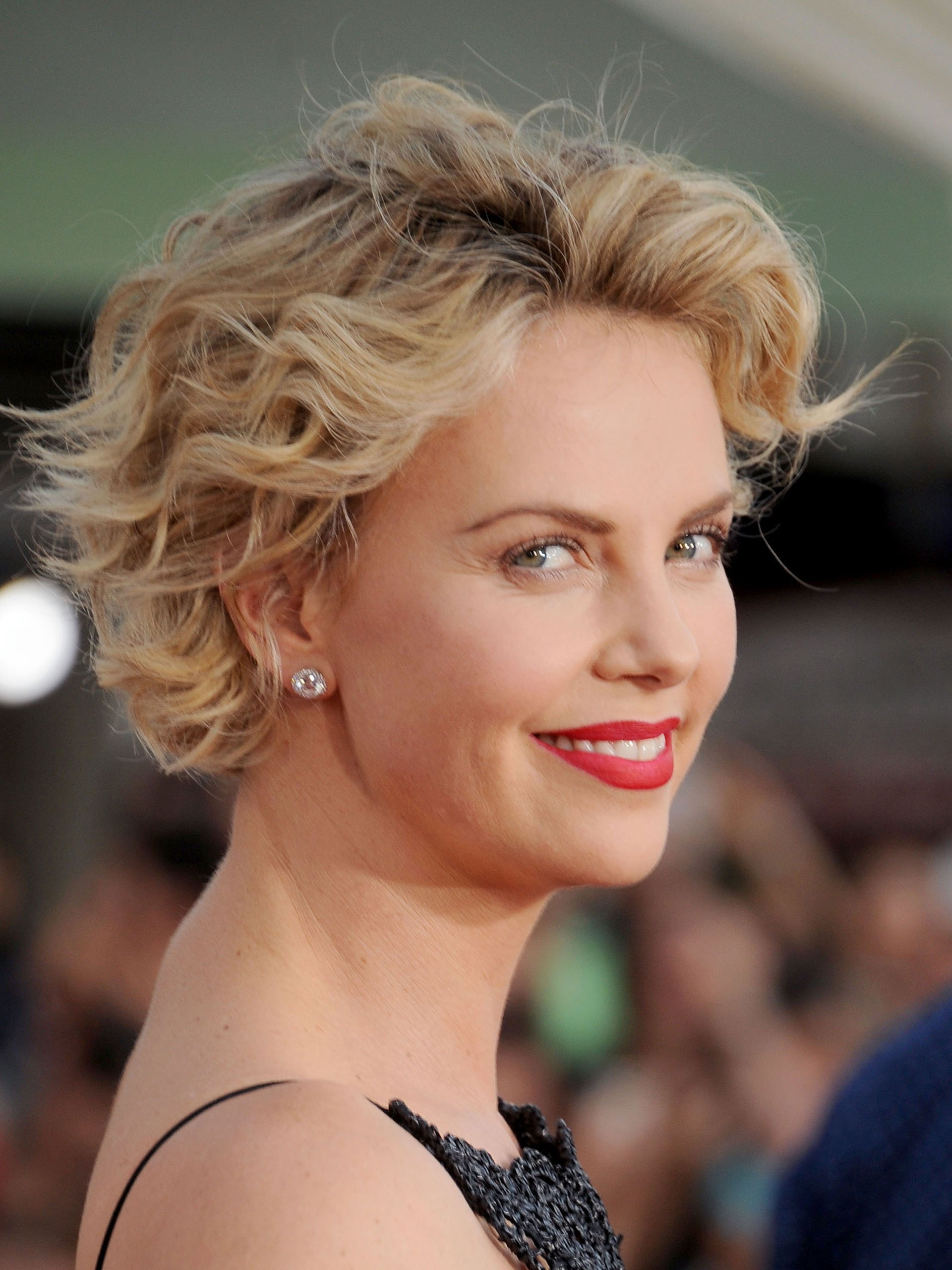 New How To Grow Out Your Hair Celebs Growing Out Short Hair Ideas With Pictures