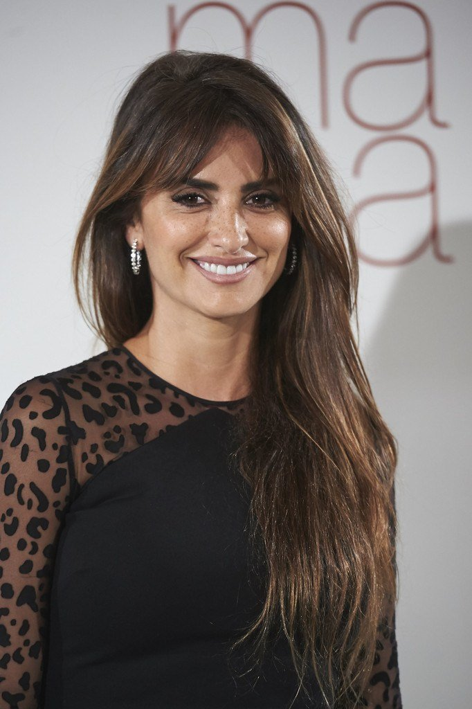 New Penelope Cruz Long Straight Cut With Bangs Long Straight Ideas With Pictures
