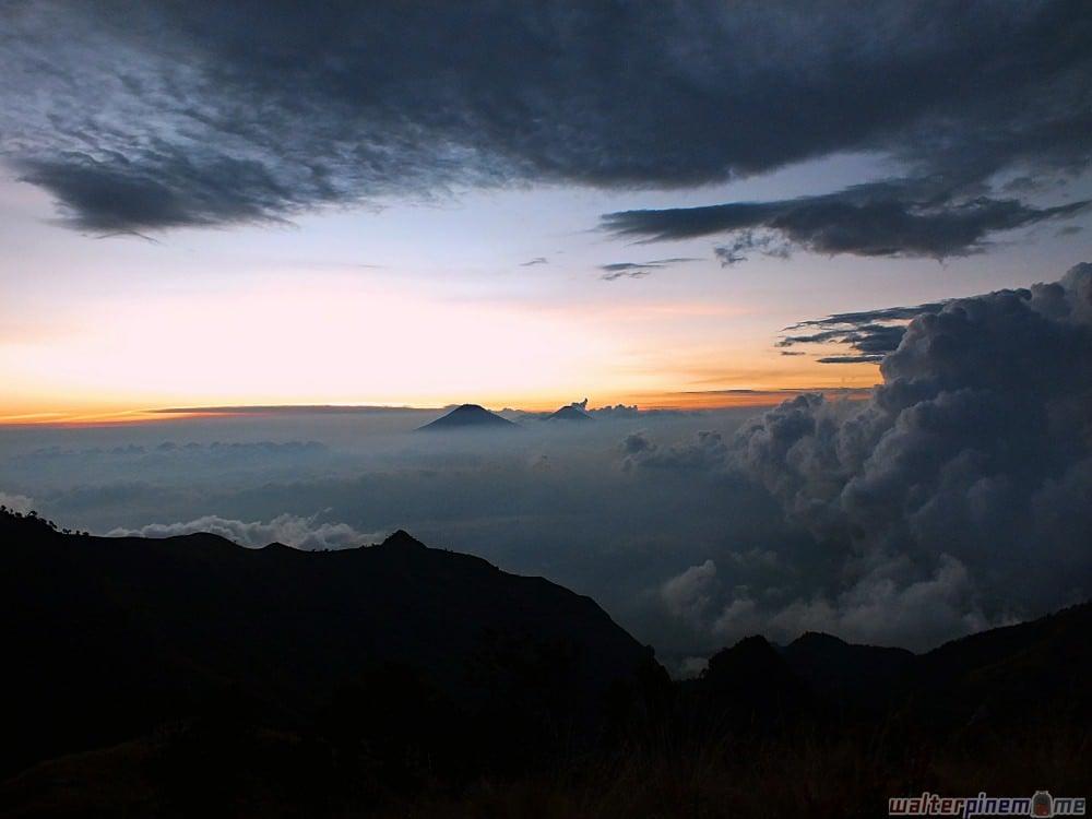 Rekomendasi Gunung Terbaik Favorit Pendaki di Pulau Jawa - gunung merbabu