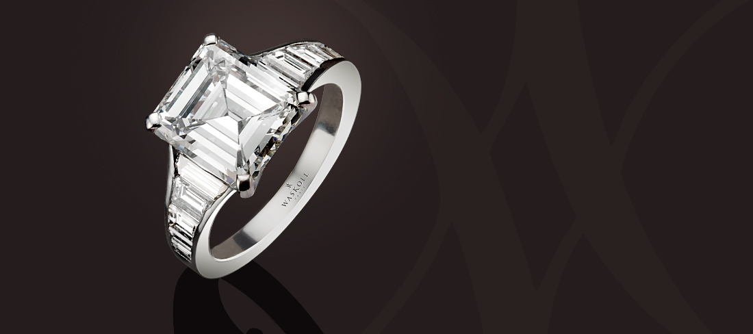 Emerald cut and baguette diamond ring   Waskoll Joaillier Rue de la     Bague 838 or blanc diamant taille emeraude