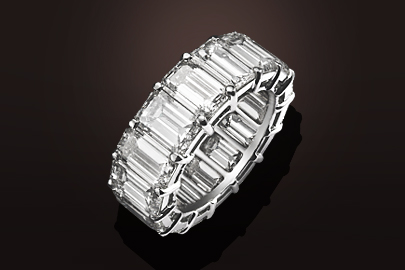 White gold Sapphire cushion ring   Waskoll Joaillier Rue de la Paix     alliance or blanc diamants taille emeraude