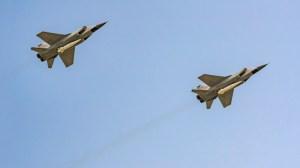 """Русия пуска МиГ-31 с учени """"Кинжал"""" в Средиземно море, британският самолетоносач е в региона"""