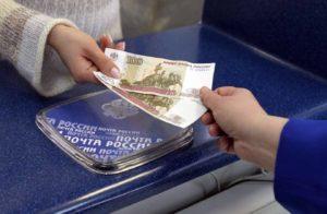 Come mettere i soldi su una carta senza una carta