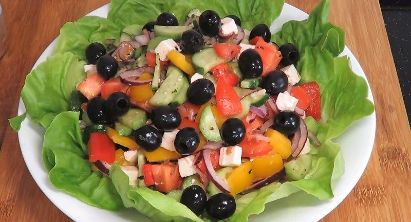 Görög saláta a levelekben