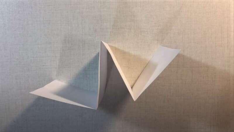 Tờ giấy bị gấp
