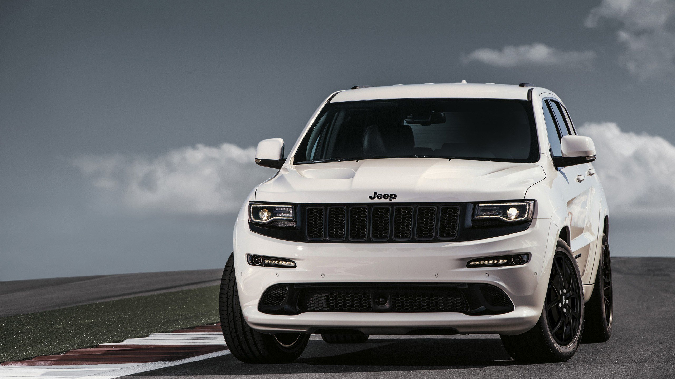 New 2017 Jeep Grand Cherokee Srt Wallpaper Hd Car Wallpapers On This Month