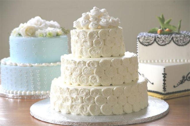 How to decorate cake with marshmallow cream