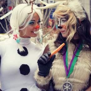 成人的雪人套装用她的手照片050