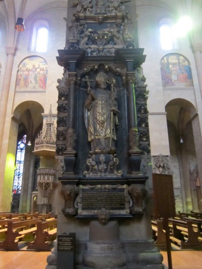 Mainz Cathedral Germany Inside column statue - 157 ...
