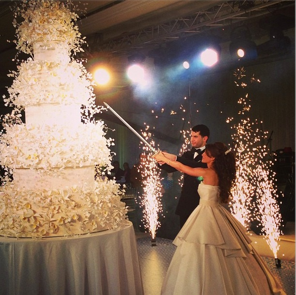 Cool Dramatic Cake Cutting Ideas