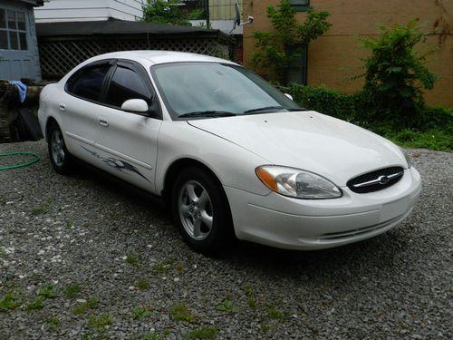 2003 Se Ford Taurus White