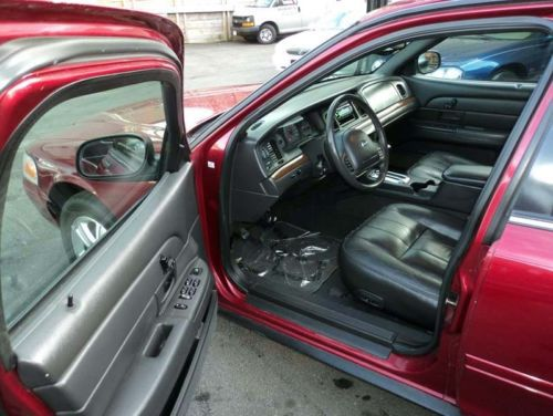 Purchase Used 2003 Ford Crown Victoria Lx Sport Sedan 4 6l Floor Shifter Mint Condition In