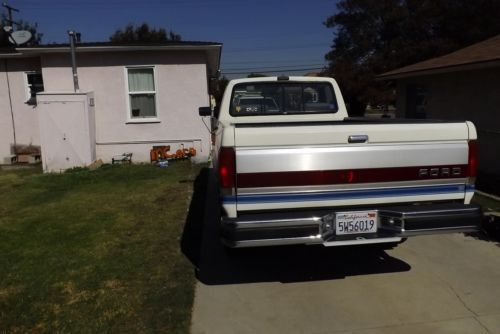 Buy Used 1990 Ford F 250 Xlt Lariat Standard Cab Pickup 2