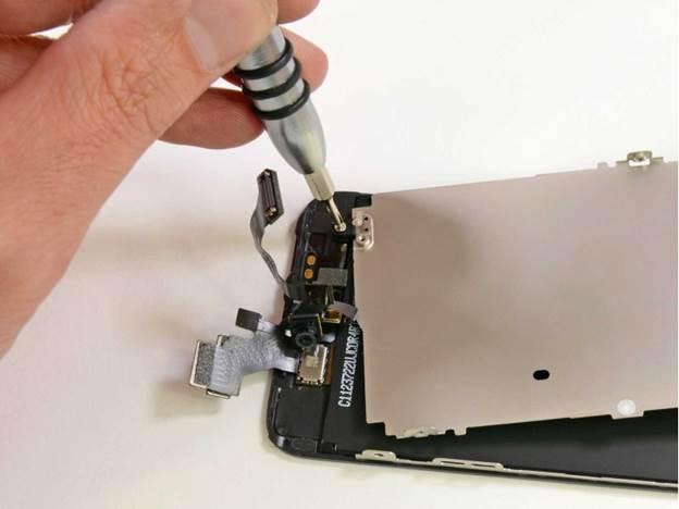 снимаем защитную рамку дисплея iphone 5