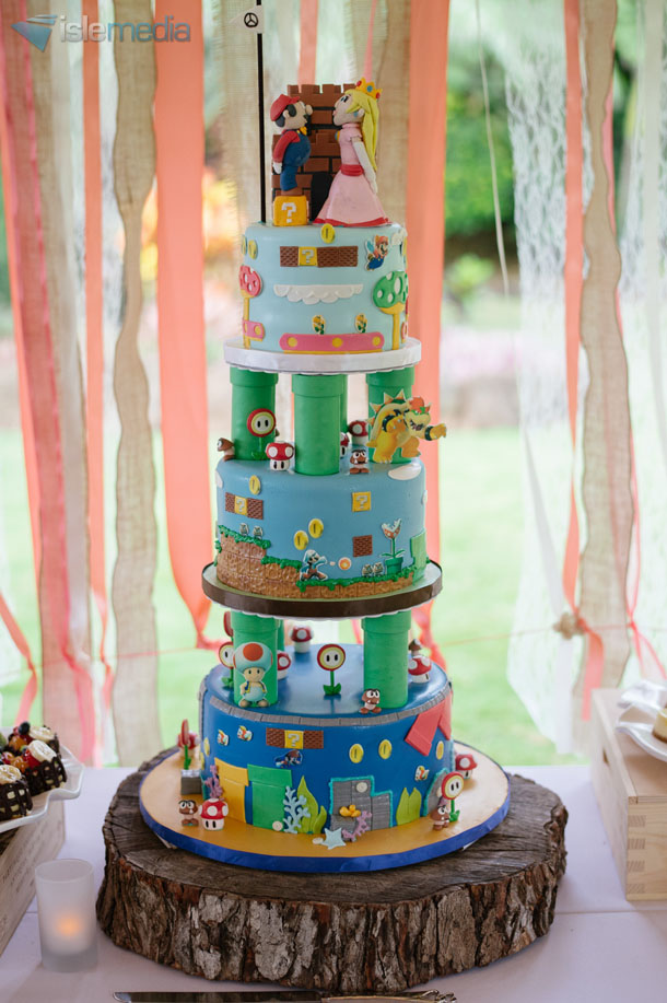 Blog   A Cake Life   Hawaii Wedding Cakes   Best Wedding Cake Design     Alisa and Joel were recently married at the beautiful Loulu Palm Estate   They came to us with a very special vision for their cake  and we were more  than