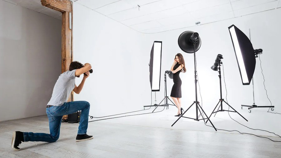 Continuous or Strobe Lighting    Expert photography blogs  tip     photographer model studio lighting