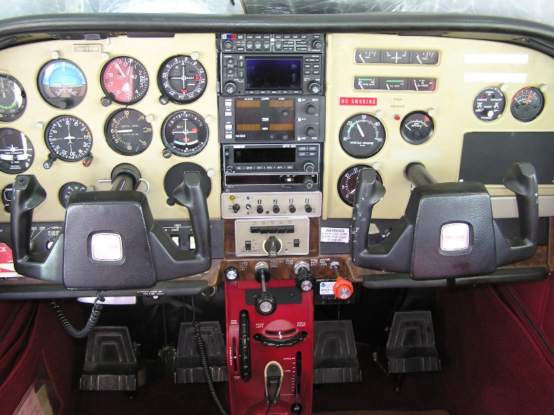 Larson Aircraft Sales 1976 Cessna Skylane 182p