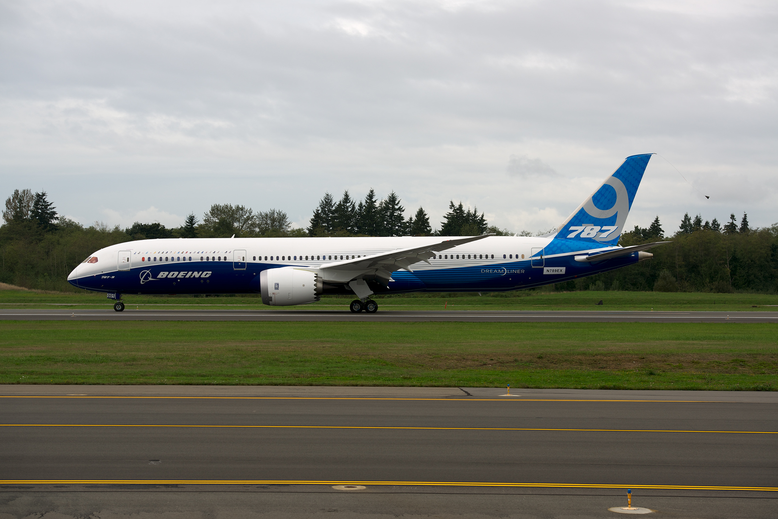 PHOTOS + INFO: The Boeing 787-9 Dreamliner Takes First ...