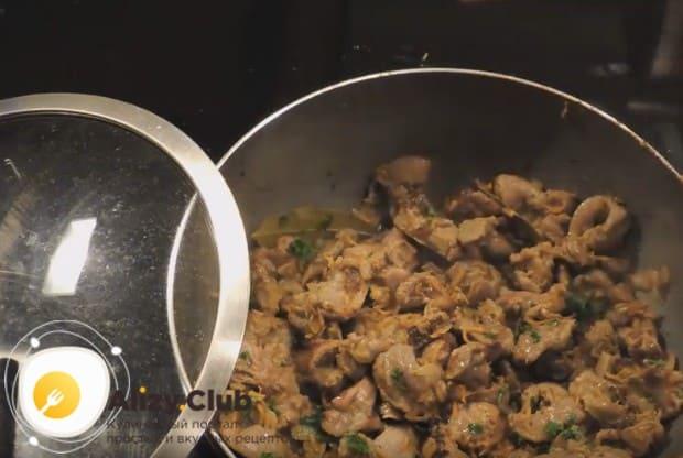 Вот мы и рассказали, как пожарить куриные желудки на сковороде.