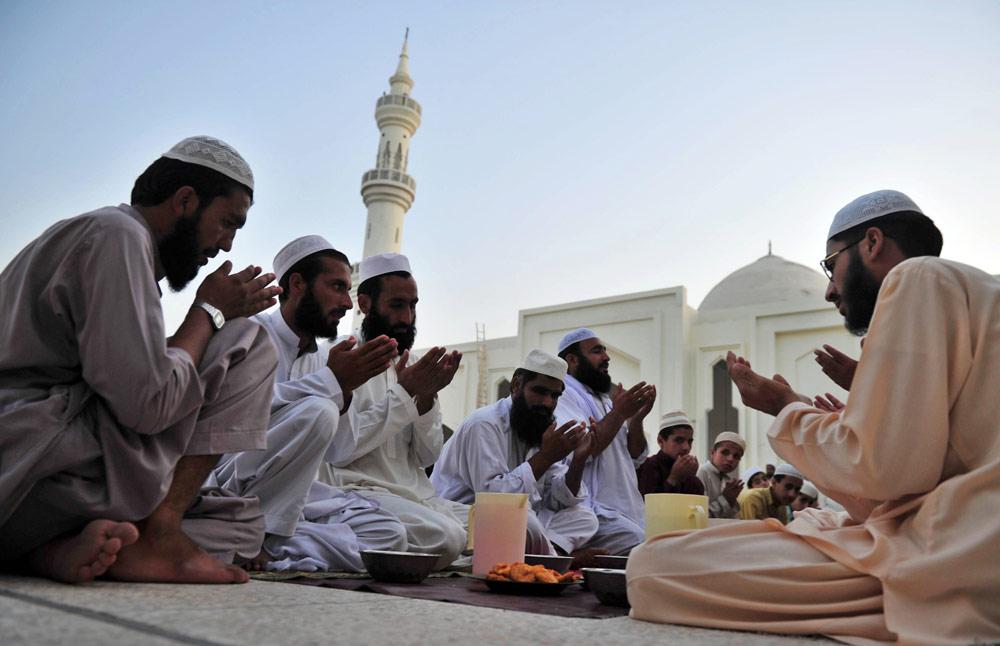 In Pictures: The start of Ramadan | France News | Al Jazeera