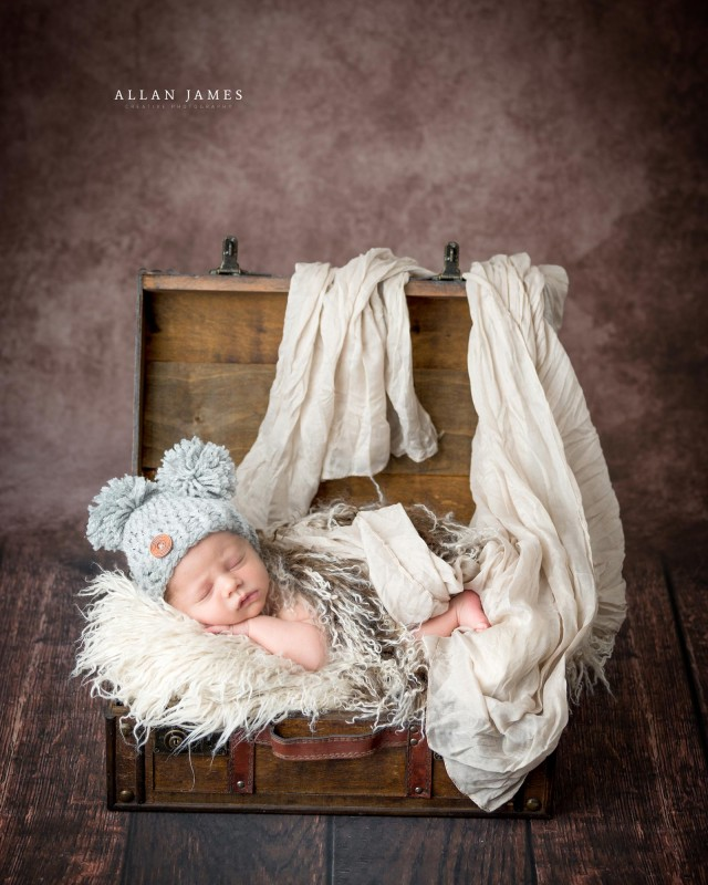 Newborn-baby-photographer-Bridgend-Cardiff-Swansea-Cowbridge-Llantrisant-Newport-Neath-Port-Talbot