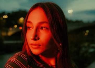 """Laila Al Habash, dopo l'inserimento in Radar di Spotify, lancia il singolo """"Gelosa"""""""