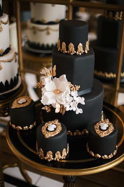 Black and Gold Wedding Cake   Amazing Cake Ideas Black and Gold Wedding Cake