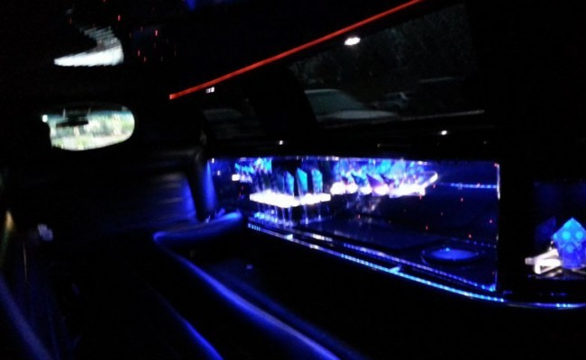 Lincoln-Stretch-Limousine-2009-White-10-passengers-3