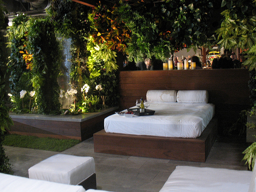 15 Fanciful Outdoor Bedroom Designs That Will Boost Your