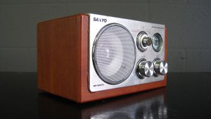 Sanyo Wooden Radio With Silver Face ArtappelArtappel