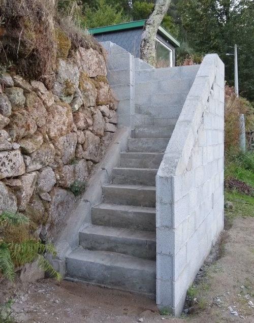 Building Concrete Stairs – As Rolhas | Building A Handrail For Concrete Stairs | Steel Handrail | Brick | Deck Railing | Outdoor Stair | Precast Concrete