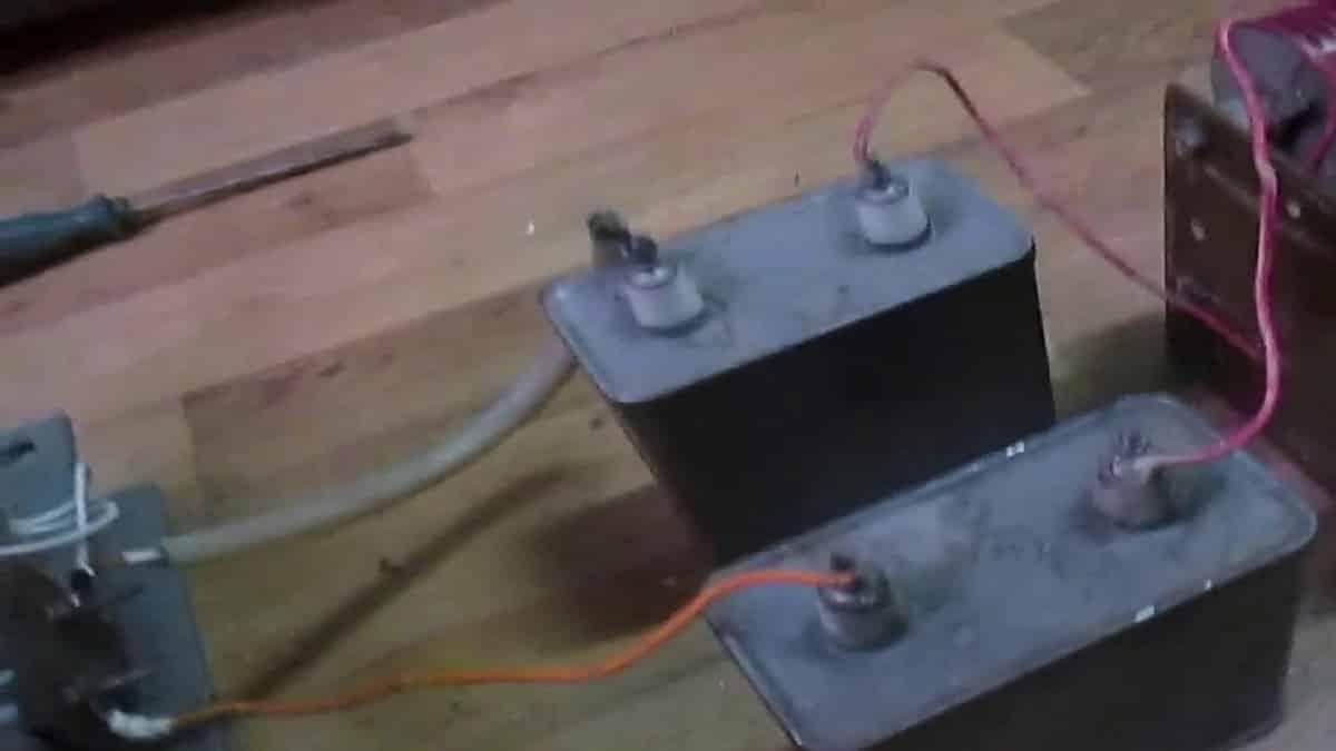 Подключите силовые конденсаторы