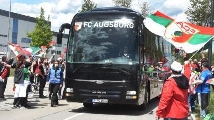 FC Augsburg: It labored!  The FCA wins 2-0 and stays within the Bundesliga