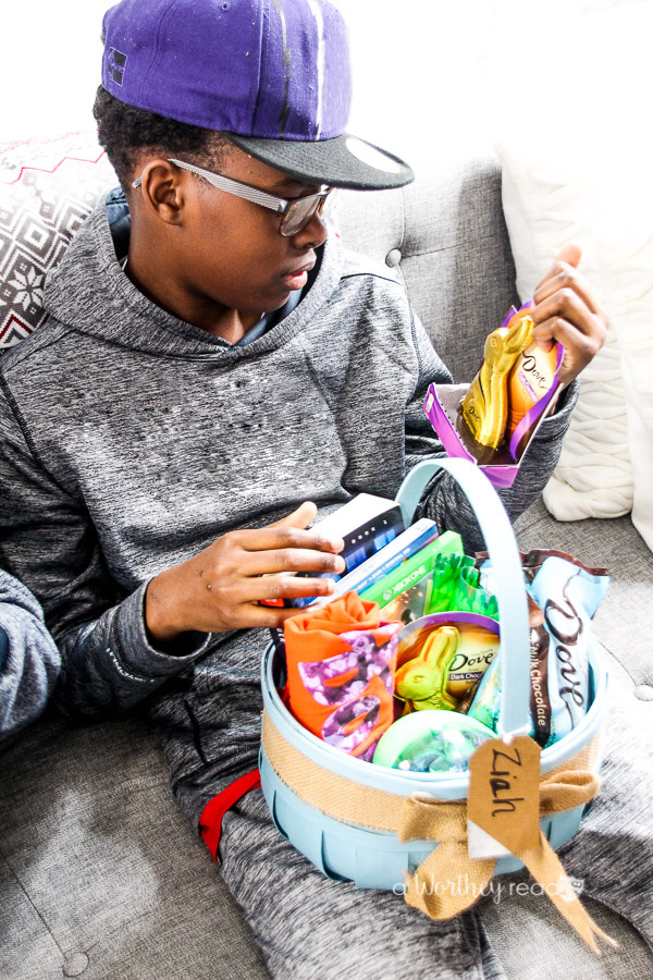 It's Easter time. I've rounded up a list of ideas your teen boys will love in their Easter Baskets. These simple Easter Gift Ideas will be well received by your teen, specifically teen boys. Check it out!