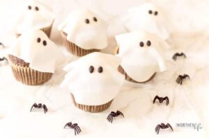 Get ready to celebrate all things Halloween with these super cute Ghost Cupcakes. A treat that is sure to be a winner, these Halloween cupcakes is just what you need to make for your Halloween party or Halloween class party.