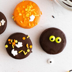Halloween Chocolate Covered Oreos