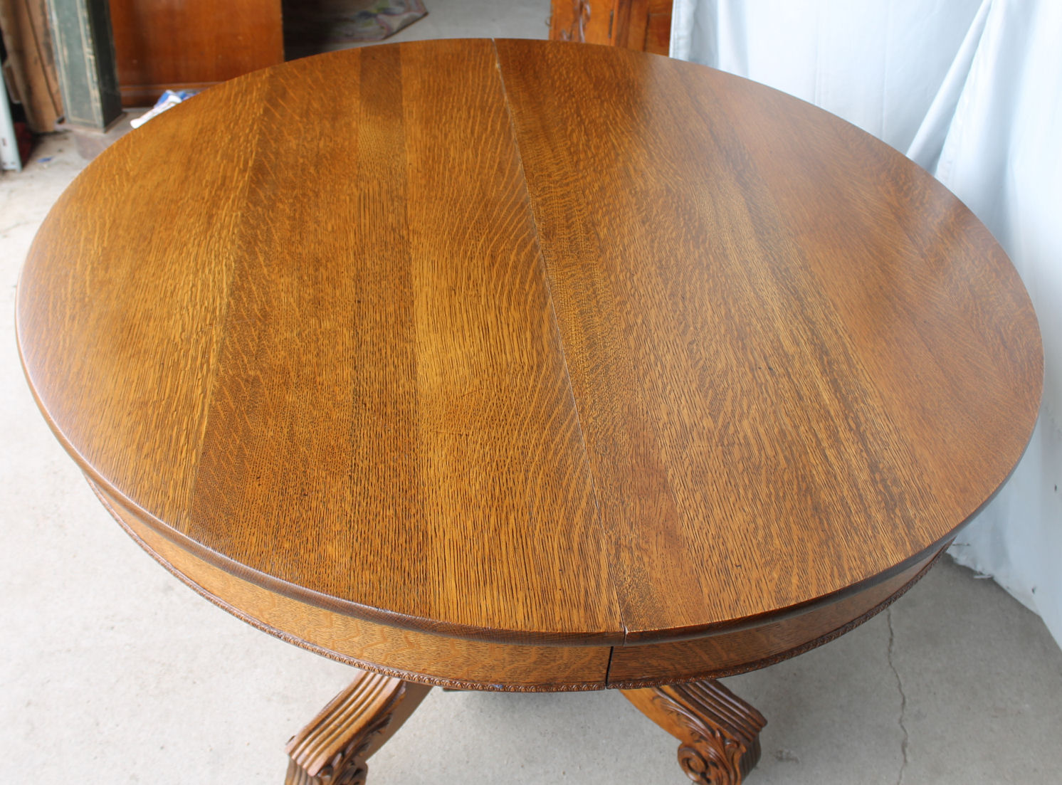 Furniture Round Dining Table