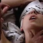 Mulher se Masturba em sessão do filme Cinquenta Tons de Cinza