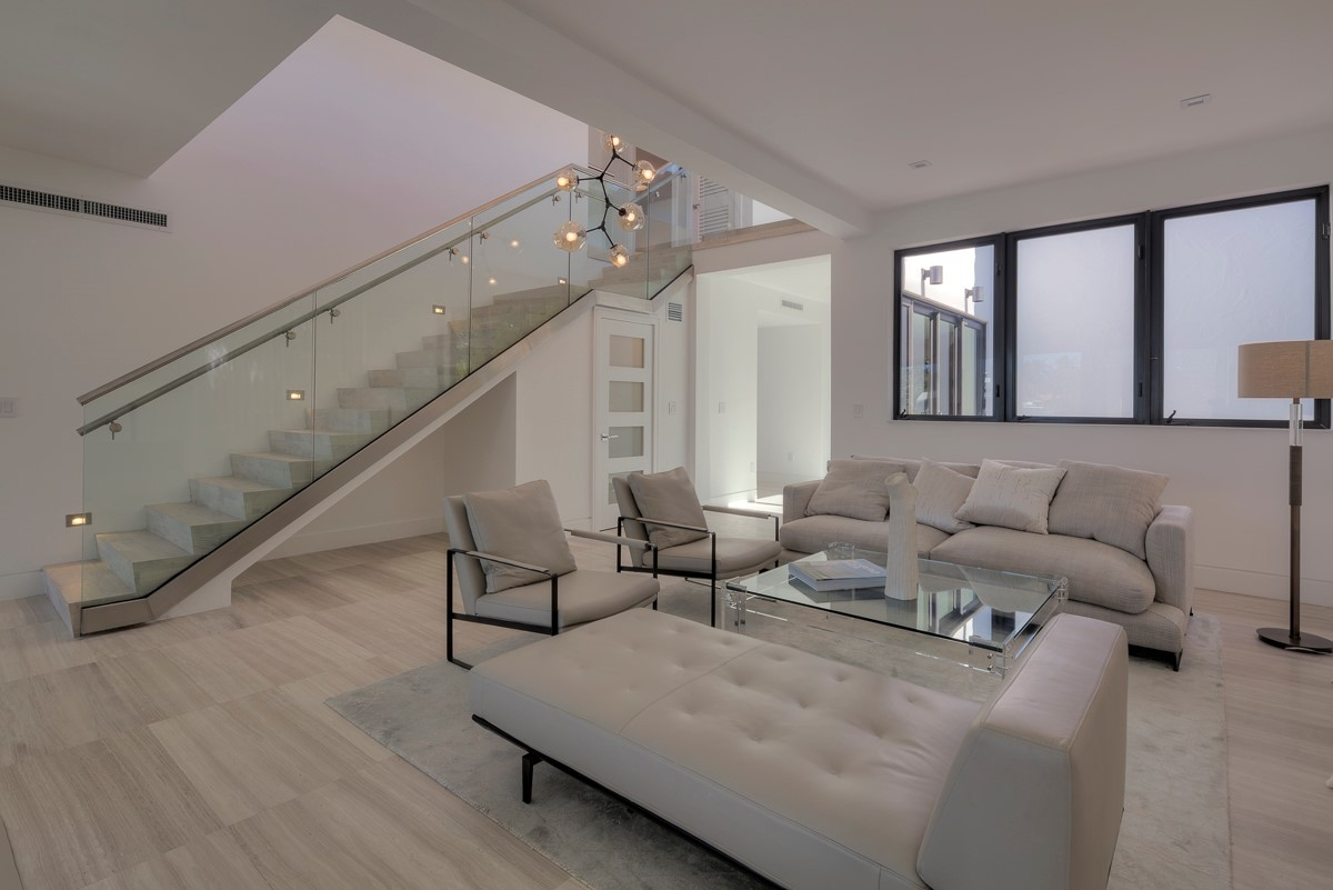 Frame Less Glass Railings In Chic Ocean Side Home Bella | Stairs With Glass Sides