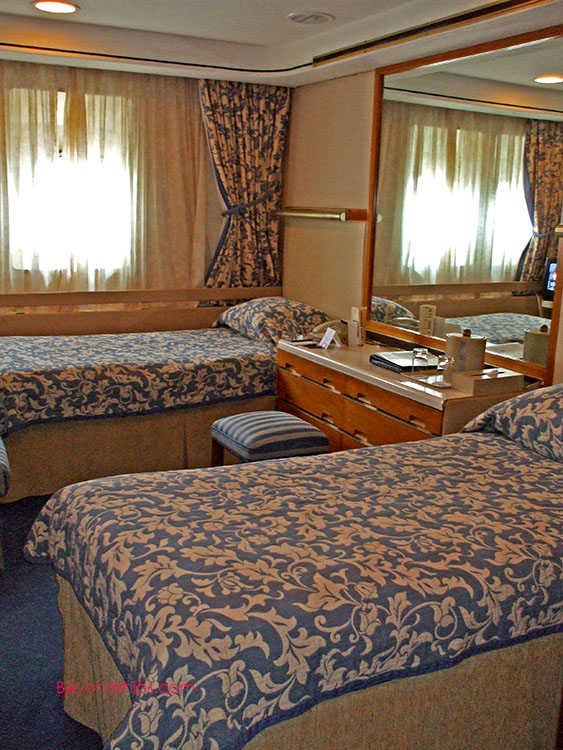 Qe2 Photo Tour And Commentary Accommodations