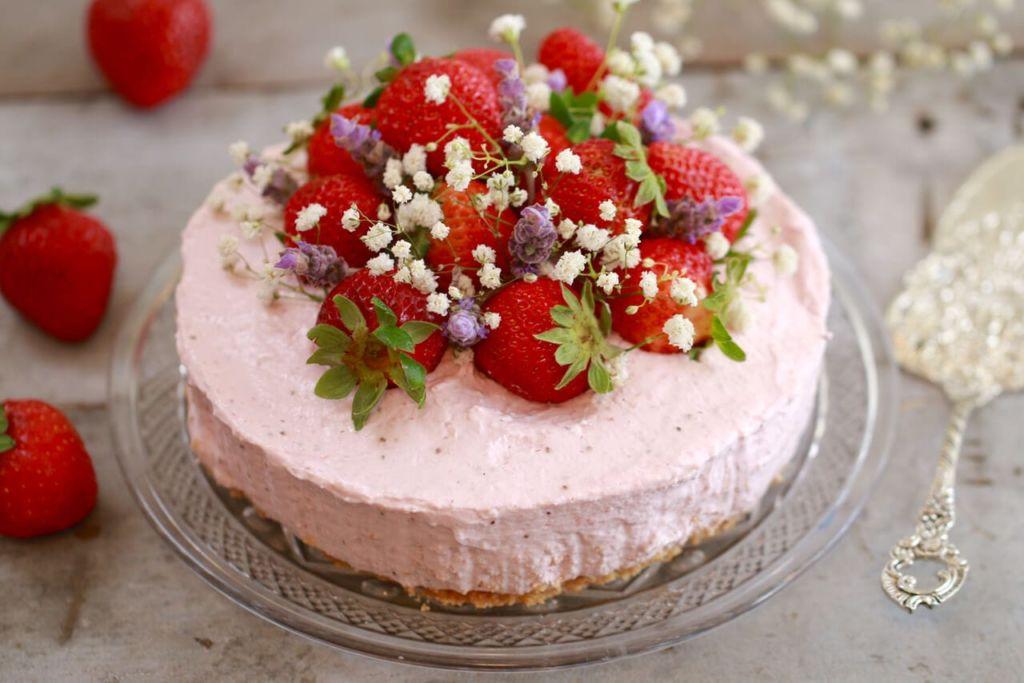 Ultimate Strawberry Cake