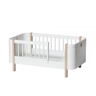Lit b    b         volutif de 0      9 ans Oliver Furniture design danois     lit enfant avec barri    re de s    cuirt