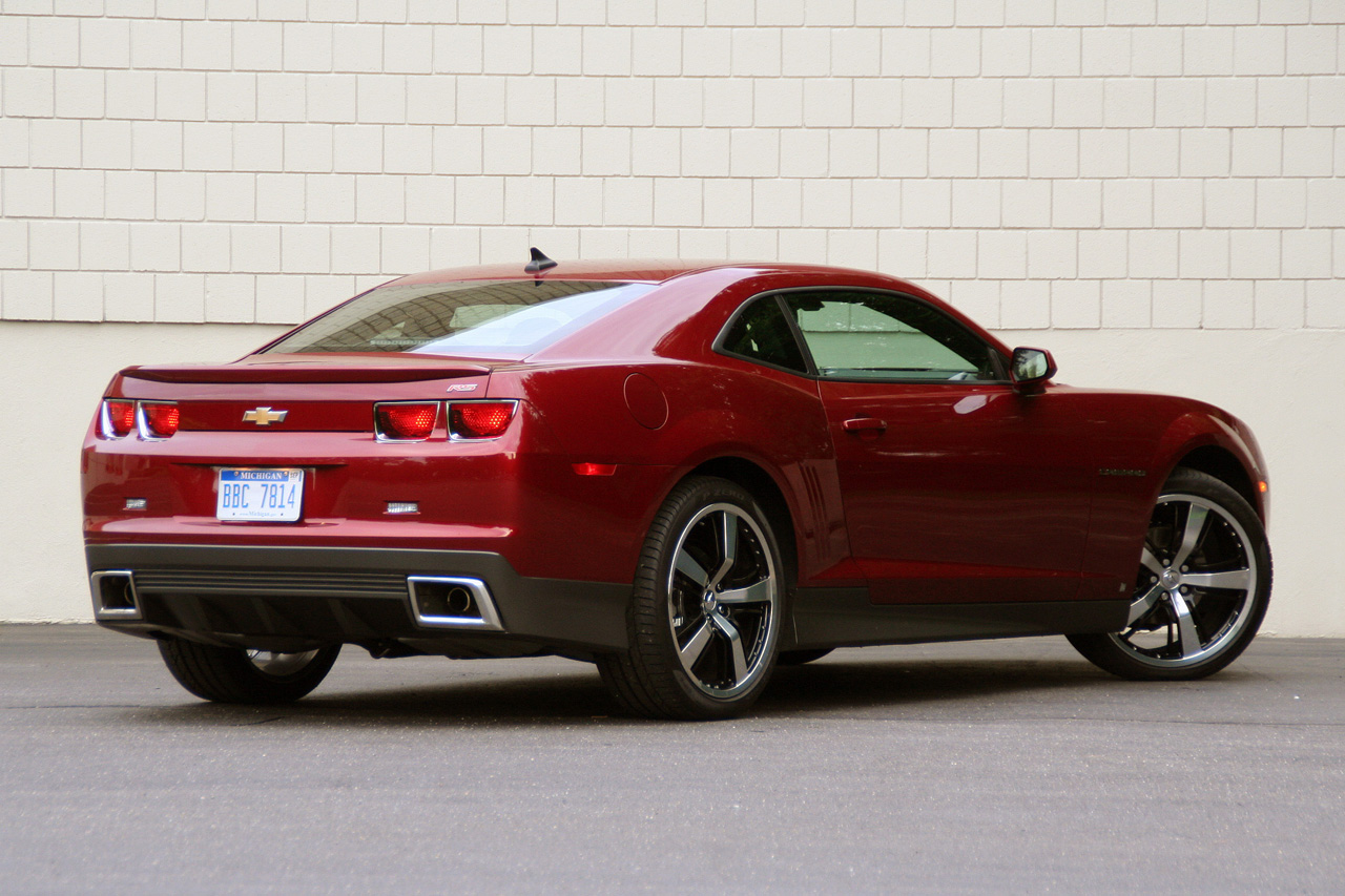 2010 Chevy Camaro RS with factory accessories Photo ...