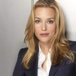 "Piper Perabo, de Covert Affairs, casa (e ""causa"") de vestido transparente"