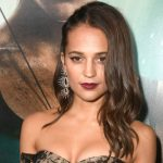 A moda de Alicia Vikander no lançamento do novo Tomb Raider